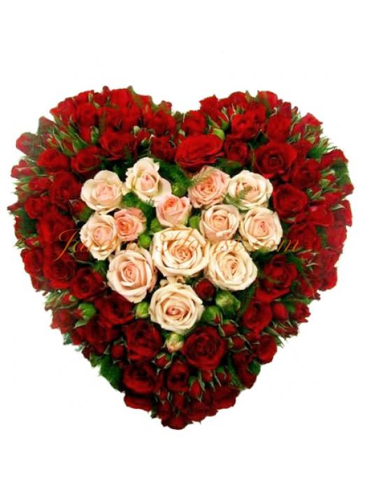 Сърце от 51 мини рози