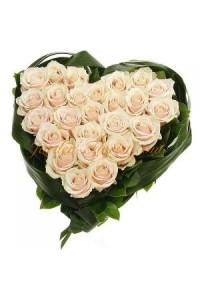 Сърце от 25 бели рози