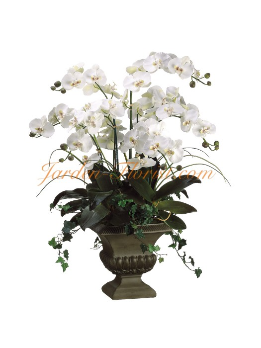 Композиция от бели орхидеи в артистичен съд